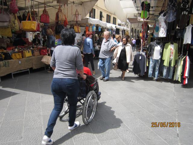 colf e badanti. SEMPRE PIÙ ITALIANI SCELGONO DI FARE I DOMESTICI IN TOSCANA
