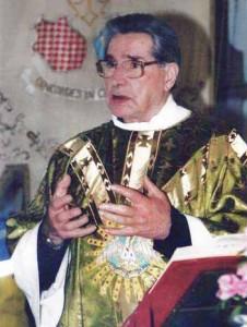 Don Leonardo Giacomelli che predica