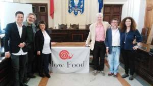 Il Sindaco, gli Assessori e Daniele Buttignol, Marco Mazzalon (Fiduciario Slow Food Valdinievole) e Raffaella Grana (presidente slow Food Toscana)
