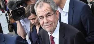 Il verde Alexander Van der Bellen, presidente austriaco