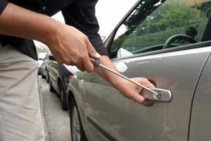 tenta-di-rubare-auto