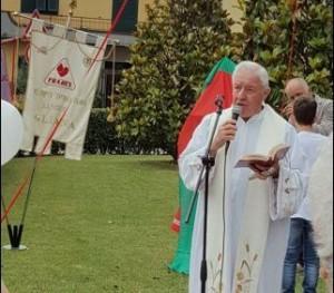Don Paolo Tofani benedice i Fratres