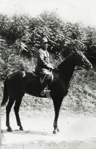 Arturo Cappellini a cavallo