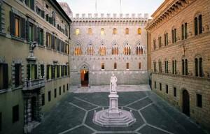 piazza Salimbeni Siena [foto gonews]