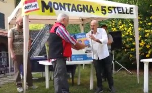 Il Presidente del Cai Maresca riceve il defibrillatore dal Consigliere regionale Gabriele Bianchi