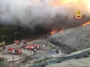 L'incendio alla discarica del Cassero