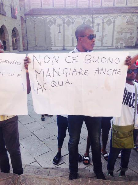 migranti. E GLI ITALIANI…? LORO POSSONO ANCHE MORIRE!