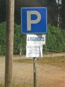 Cartello del parcheggio/campeggio domenicale