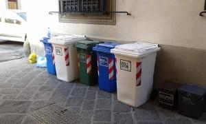 Cassonetti in via della Posta Vecchia. 1
