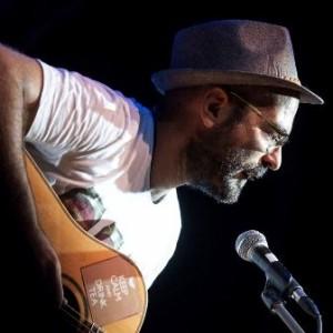 Il cantautore Andrea Gioia