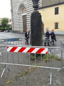 Una delle colonne pericolanti di Piazza San Francesco