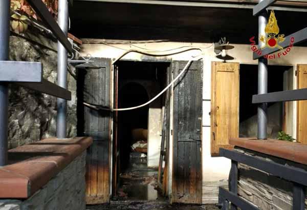vigili del fuoco. IN FIAMME A SAMMOMMÈ ABITAZIONE CON CORPO CARBONIZZATO DI GIOVANE MAROCCHINA