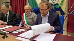 Il sottosegretario Lotti firma il protocollo