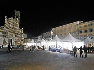 Il mercato di Natale in piazza Duomo