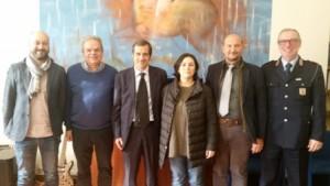Nella foto il gruppo composto da sindaco Lorenzini, assessore De Masi, comandante della Polizia municipale Biagioni, ispettore Grossi, presidente del collegio geometri, Pieraccini e Taurone della commissione protezione civile del collegio geometri.