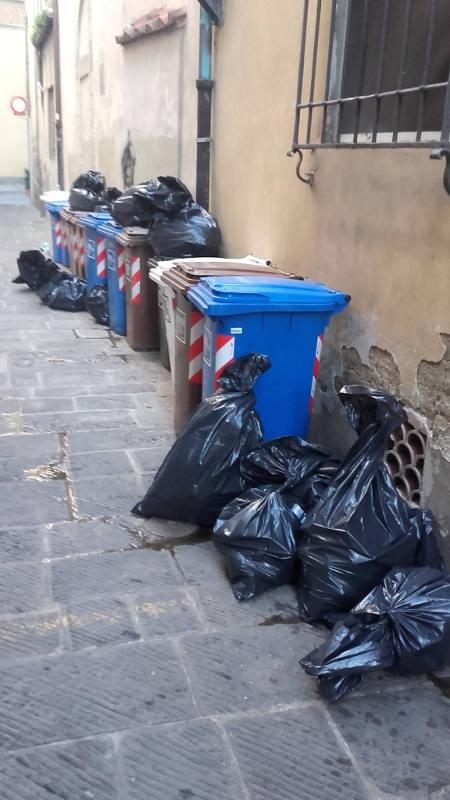 """sala & contorni. DISAGI E DEGRADO NELLA """"CAPITALE DELLA CULTURA"""". 1"""