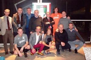 La squadra di Calcio a 5 e i dirigenti con le nuove maglie