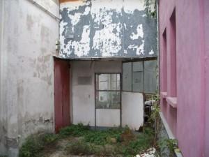 L'ingresso all'ex bocciodromo