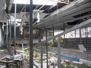 L'interno dell'ex bocciodromo