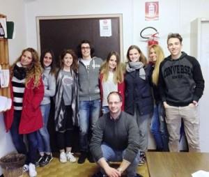 """Gli studenti del """"Capitini"""" con il prof Nincheri"""