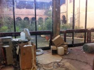 Pistoia, San Giovanni Fuorcivitas: un chiostro chiuso e in malora