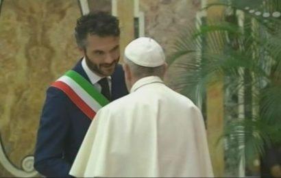 IL SINDACO BIFFONI IN UDIENZA DA PAPA FRANCESCO RICORDA LA VISITA DEL PONTEFICE A PRATO