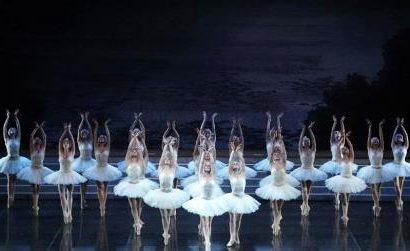 balletto di san pietroburgo. A PRATO IL LAGO DEI CIGNI
