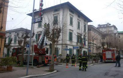 INTERVENTO DEI VIGILI DEL FUOCO AL COMMISSARIATO DI MONTECATINI