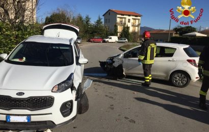 QUARRATA, SCONTRO FRONTALE TRA DUE AUTO