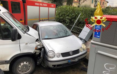 MASIANO, INCIDENTE STRADALE TRA UN FURGONE E DUE AUTO