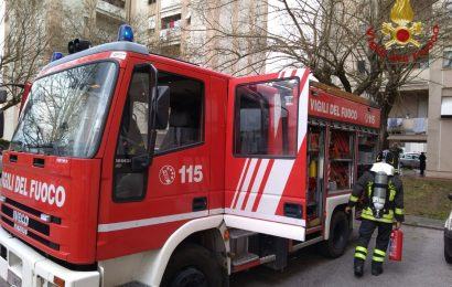 bonelle. INCENDIO ALL'INTERNO DI UNA CUCINA