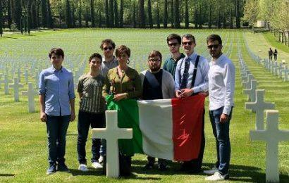 25 APRILE. I GIOVANI DI FORZA ITALIA OMAGGIANO I CADUTI AMERICANI
