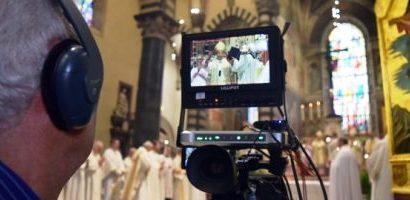 diocesi. UN TESSERINO PER FOTO E VIDEO DURANTE LE CELEBRAZIONI IN CHIESA