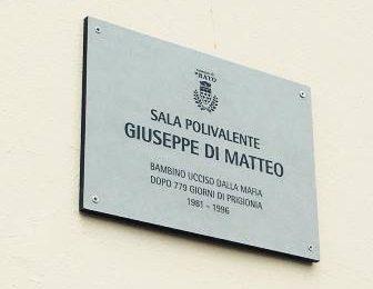 paperino. LA SALA POLIVALENTE DELLA SCUOLA PRIMARIA INTITOLATA A GIUSEPPE DI MATTEO
