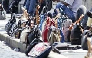 codice del commercio. MARCHESCHI (FDI): SEQUESTRARE MERCE ESPOSTA IN STRADA SUI TAPPETINI