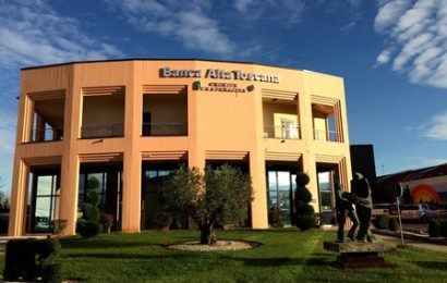 BANCA ALTA TOSCANA CONSEGNA 39 BORSE DI STUDIO E 72 BONUS BEBÈ
