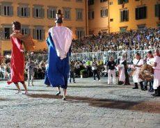 "folklore. IL GRUPPO ""I GIGANTI"" A PISA"