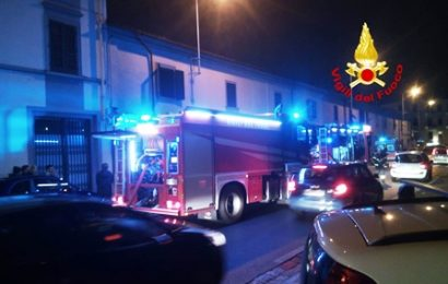 INCENDIO IN VIA POMERIA, FIAMME IN SALOTTO