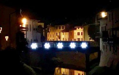 ponte. UN ALBERO DI NATALE ANCHE A ALBINATICO E ANCHIONE