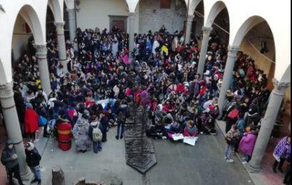 scuole dimenticate. STUDENTI IN PROTESTA