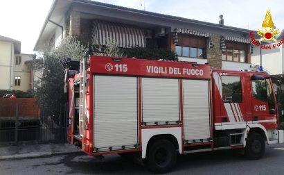 vigili del fuoco. SI USTIONA ALLE MANI E AL VOLTO