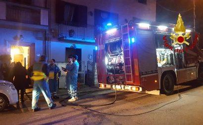 FIAMME IN CUCINA, INTERVENGONO I VIGILI DEL FUOCO