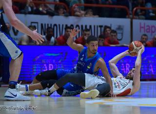 basket. DINAMO SASSARI VINCE AL SUPPLEMENTARE