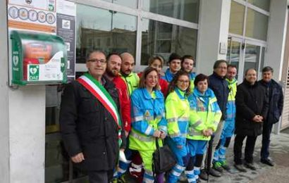 quarrata. INAUGURATI DUE DEFIBRILLATORI ALL'APERTO