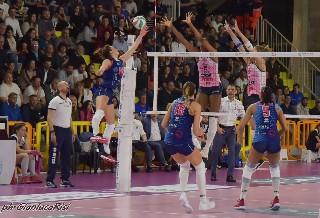 volley serie A femminile. LA SAVINO DEL BENE SCANDICCI CONQUISTA LA SEMIFINALE