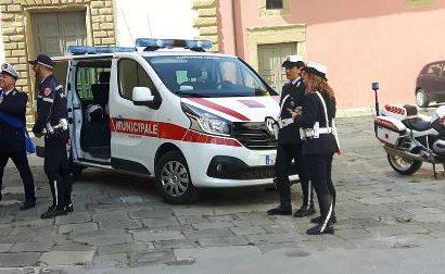 polizia municipale. DASPO DEL SINDACO PER SEI PERSONE. DORMIVANO DENTRO ALCUNI FURGONI