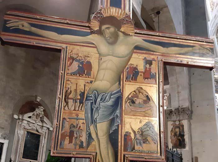 barbari in cattedrale. POVERO CROCIFISSO DI COPPO E SALERNO DI MARCOVALDO!