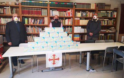 donazione mascherine. I CAVALIERI COSTANTINIANI DONANO LE MASCHERINE ALLA MISERICORDIA DI LUCCA