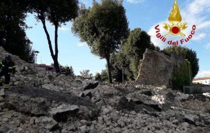 CROLLA PARTE DELLE MURA MEDIOEVALI DI PISTOIA, NESSUN FERITO