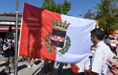 questa bandiera siamo noi? ALLORA, SINDACO MAZZANTI, VUOL DIRE CHE DI QUARRATA È RIMASTO GIUSTO UN VELO TRASPARENTE!